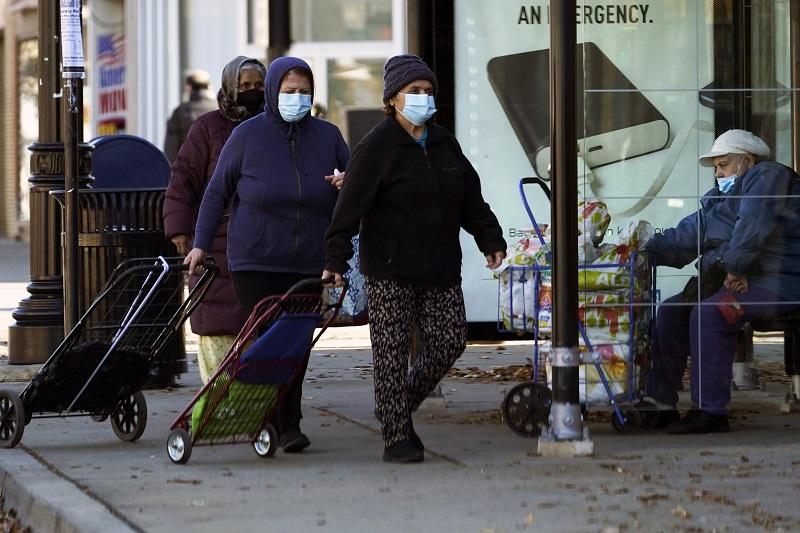 路透社:美國染疫病歿人數突破60萬 死亡率走緩