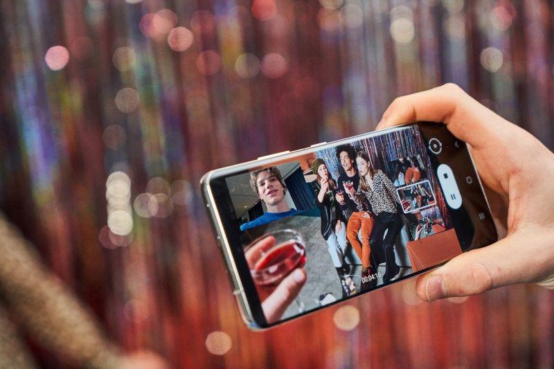 ▲S21 Ultra擁有Galaxy S21系列中,尺寸最大的6.8吋Dynamic AMOLED 2X顯示螢幕,為SAMSUNG目前最智慧的螢幕。(圖/資料照片)