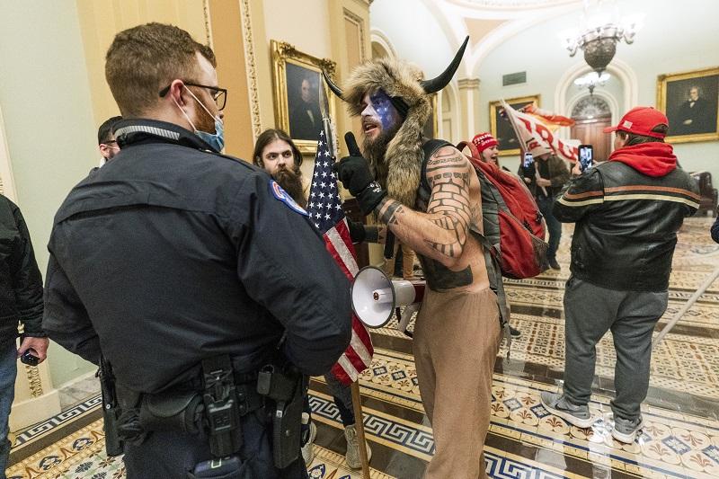 闖國會牛角男請川普<b>特赦</b> 表明遊行是應總統之邀