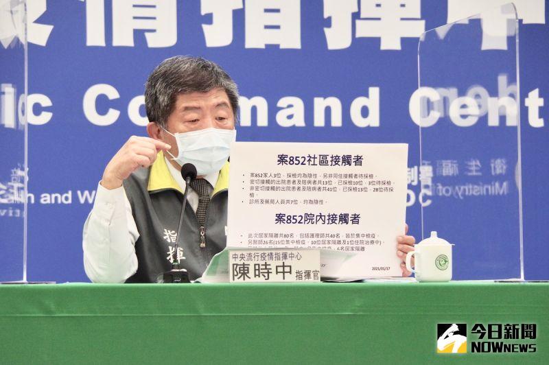 ▲陳時中昨日公佈爆發群聚感染的醫院名稱。(圖/記者陳致宇攝)