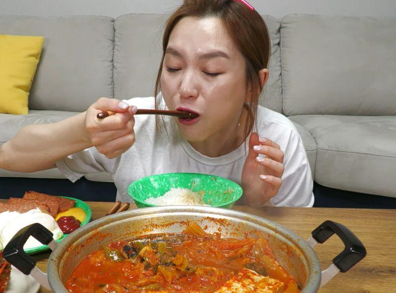 按讚「泡菜是南韓文化」氣瘋陸網!韓吃播主道歉慘成箭靶