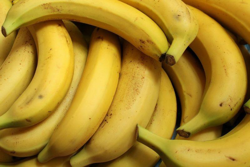 ▲一名女士走進超商,一口氣買了5根香蕉,讓原PO相當困惑。(示意圖/翻攝自Pixabay)