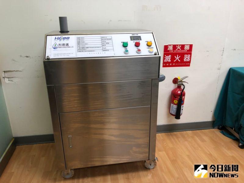 ▲超重力氣態二氧化氯,在負壓隔離病房與檢驗室中,可以達到高效滅菌。(圖/記者劉雅文拍攝)