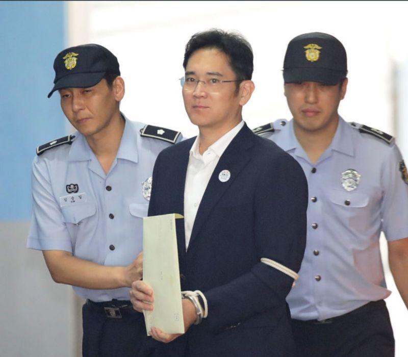 三星副會長<b>李在鎔</b>涉賄案重審 判處2年半徒刑當庭羈押