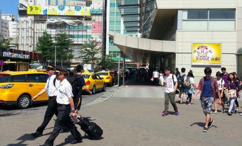▲網友分享自己去高雄玩時,發現車站附近的光榮繁景已不再。(圖/NOWnews資料照片)