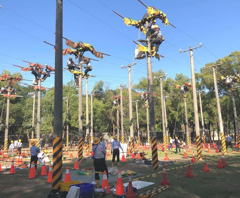 ▲台灣電力公司舉辦電力職人技能競賽,相互切磋較勁。(圖/記者黃守作攝,2021.01.19)