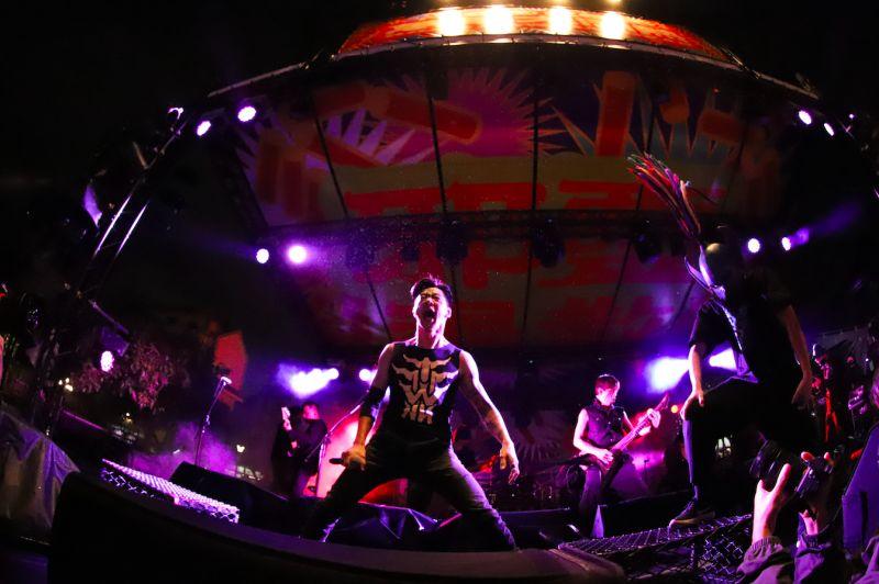 ▲閃靈樂團推出與血肉果汁機合作的單曲《關閉太陽》現場版。(圖/出日音樂提供)