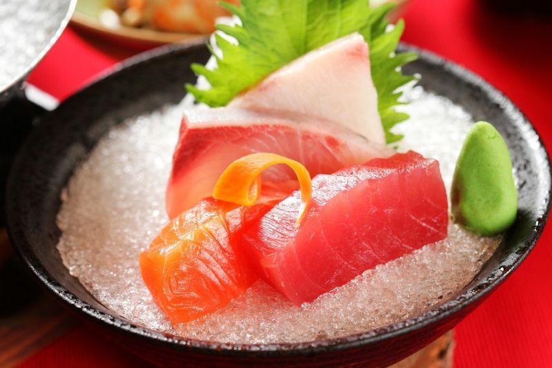 ▲搜狐號《小乾倩倩的遊戲的美食》推薦到吃到飽餐廳,一定要拿生魚片。(圖/翻攝Pixabay)