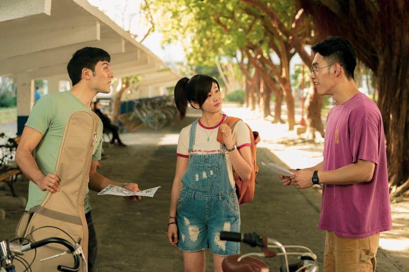 ▲張書豪(右)和陳妍希大學認識後就結婚。(圖/好好看文創/滿滿額娛樂)