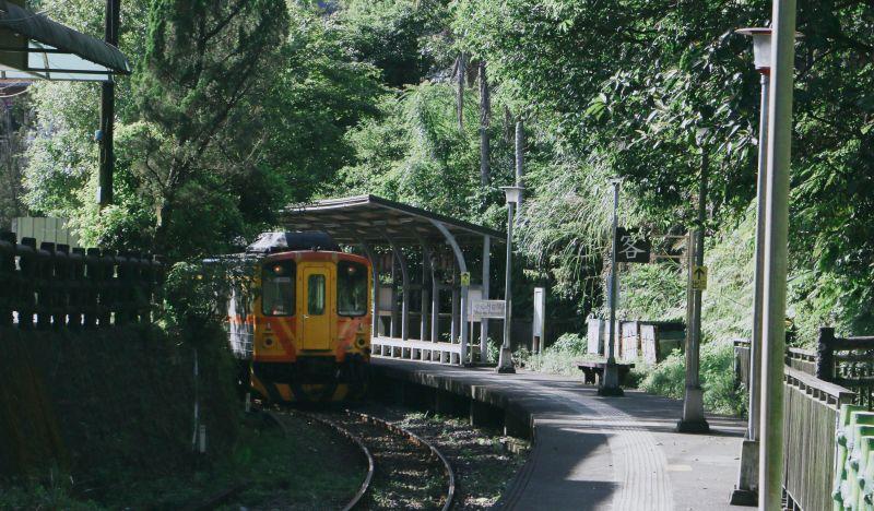 ▲Geoffrey的台灣火車照讓外國網友大讚彷彿是吉卜力電影裡的場景。(圖/Geoffrey Chang提供)