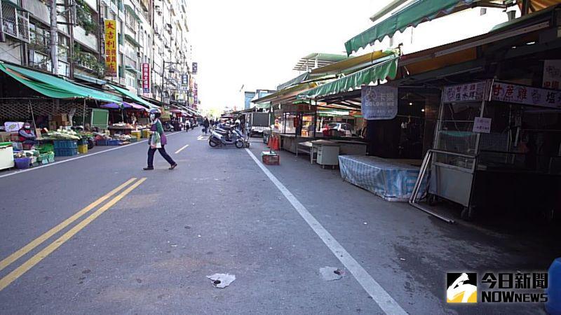 ▲南門市場原本會停滿機車的文化街,今天空蕩蕩的像是休市一般。(圖/記者李春台攝,