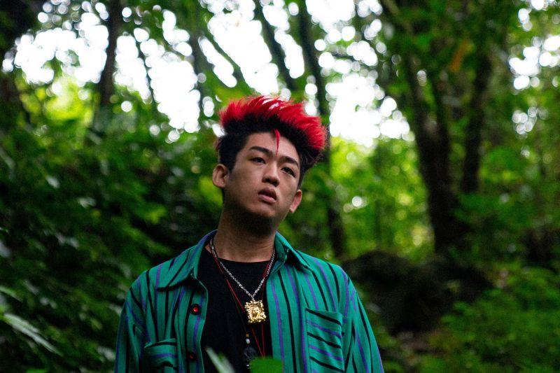 ▲謝章穎為短片《ME》染紅頭髮。(圖/喜鵲娛樂)
