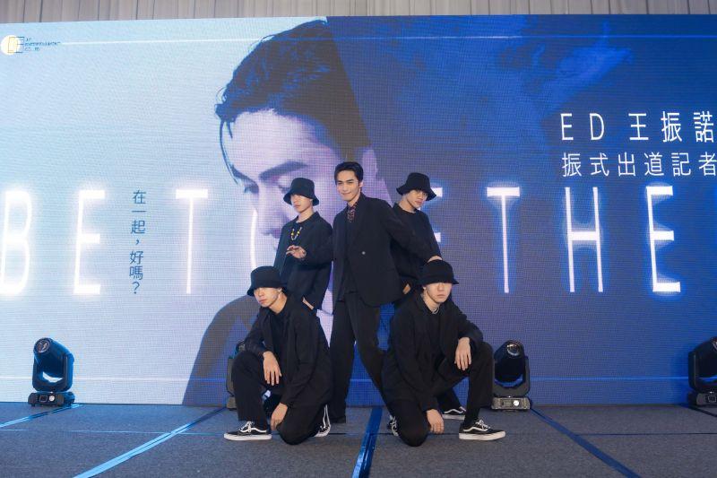 ▲王振諾推出專輯、寫真集。(圖/這方娛樂提供)