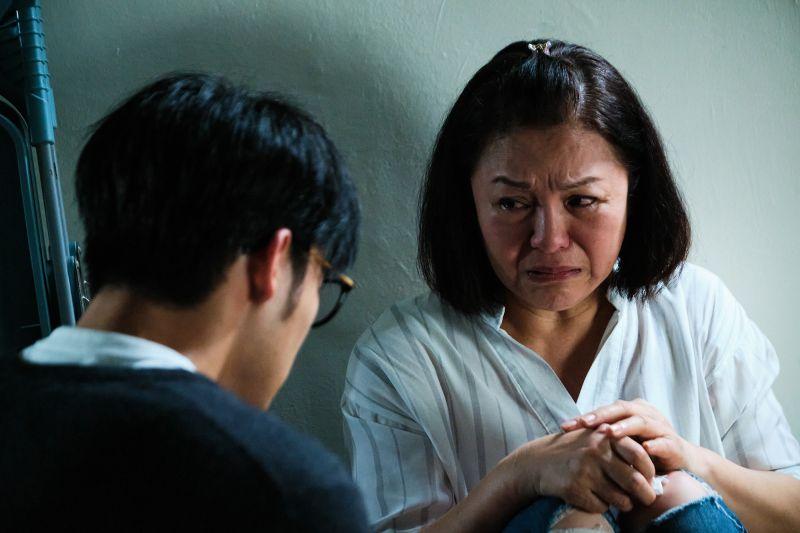 ▲潘麗麗(右)與陳昊森訴苦真情流露。(圖