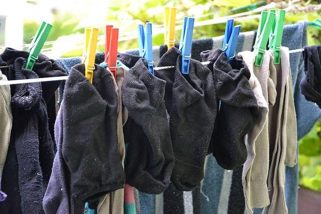 ▲將「襪子翻面清洗」就是最好避免破洞、起毛球及異味殘留的最好方式。(示意圖/翻攝pixabay)