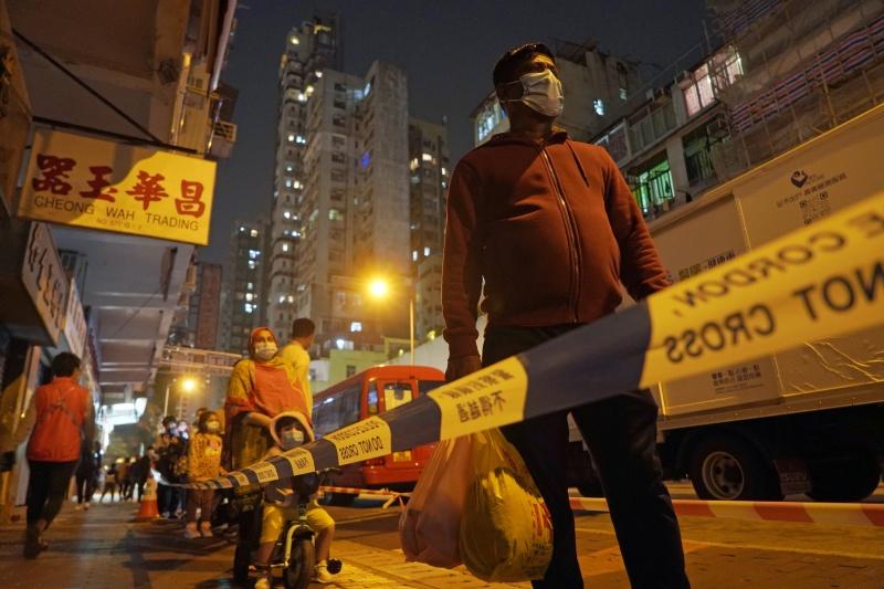 疫情延燒!香港首見封區 佐敦48小時內強制檢測