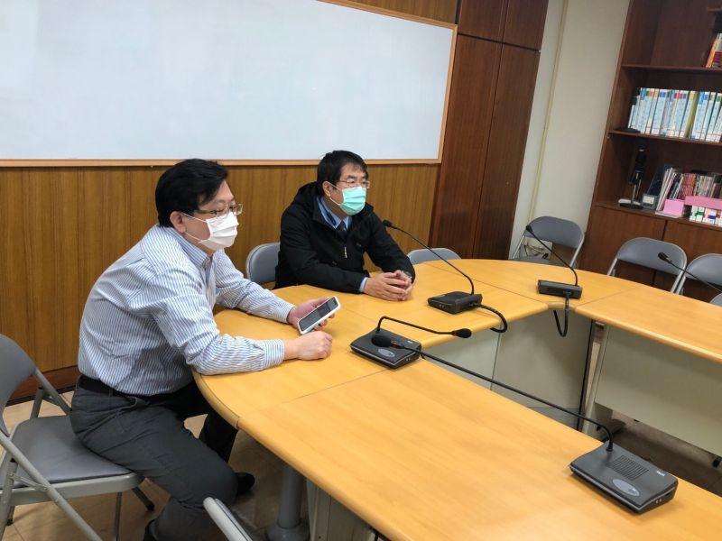 臺南市成立即時線上協調指揮中心OLOCC(On-Line Operations Coordination Center),昨(25)日由市長黃偉哲親自與台南市14家COVID-19收治醫院、防疫決策小組專家、疾病管制署南區管制中心,完成視訊連線測試,未來將透過即時線上協調指揮中心,進行病房與人力之即時調度盤點。(圖/台南市政府提供)