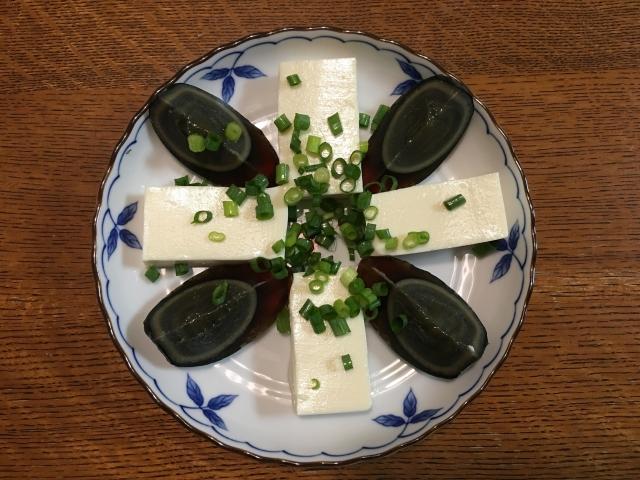 皮蛋豆腐灑「3料1醬」沒人要吃!老饕:再加蒜泥完美結合