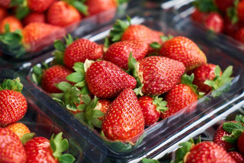 草莓別只用清水洗!內行曝「加這2樣」:快速洗淨不破皮