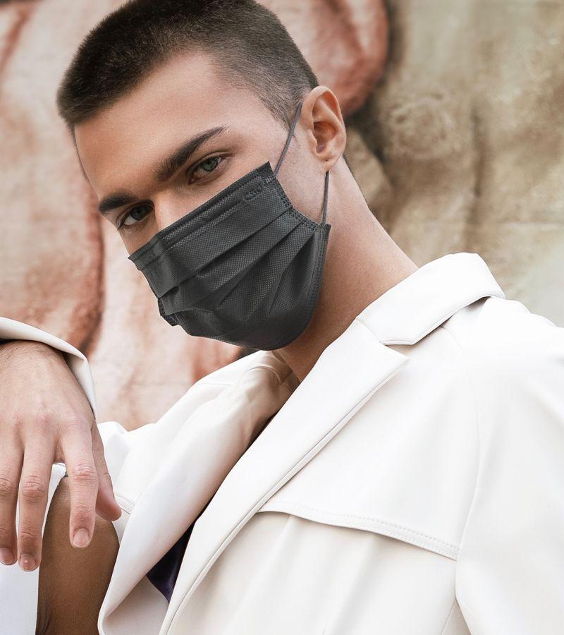 ▲中衛因應疫情開發2021年最新產品「夜幕灰」,明天開賣。(圖/中衛提供)