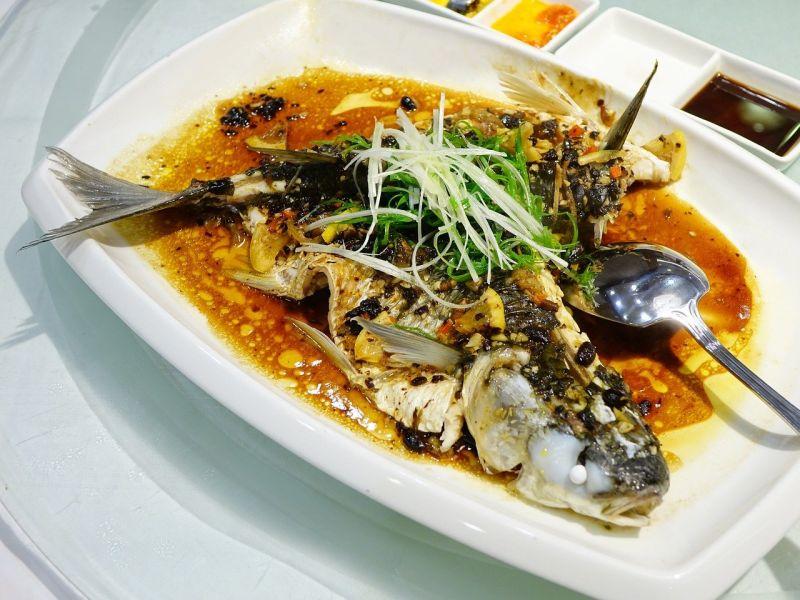 清蒸魚該冷水or熱水下鍋?內行曝「正解」:別毀了一條魚