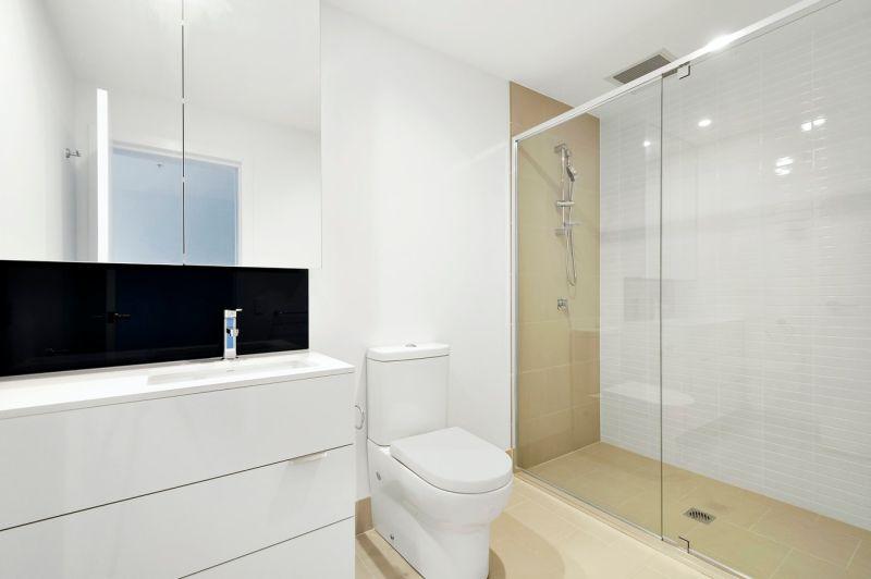 為何旅館愛用「玻璃」隔<b>衛浴</b>?網吐4原因:不是為了情趣