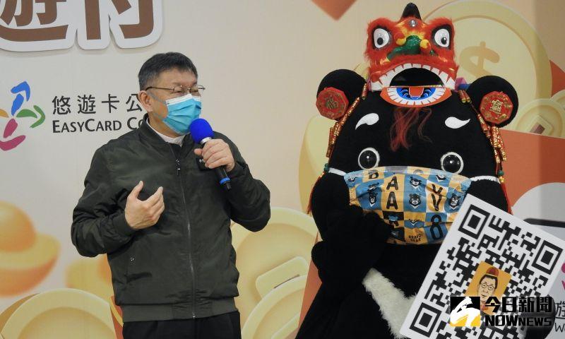 台北市長柯文哲28日接受媒體訪問時,針對藍綠政黨現階段對SARS頻頻打起口水仗,柯文哲直言疫情當前,先把疫情解決掉再說,「朝野頻頻翻17年前舊帳幹什麼?」