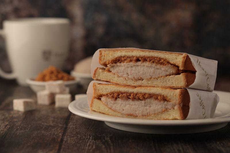▲怡客咖啡肉鬆香芋三明治,綿密芋泥搭配肉鬆迸出鹹甜好滋味。(圖/品牌提供)