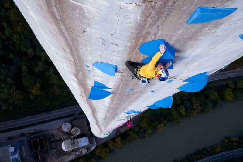 史上最高難度!挑戰攀登歐洲最高的煙囪