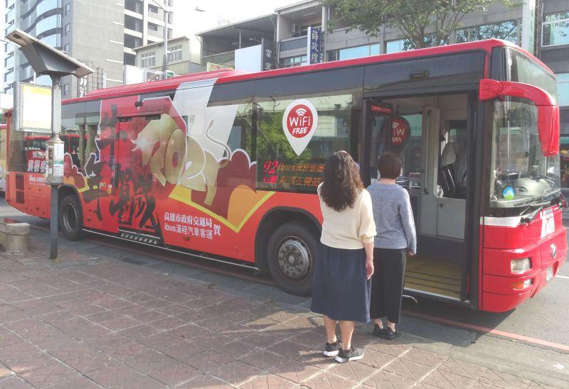 ▲公車也是不少人每天搭乘的大眾運輸工具。(圖/NOWnews資料照)
