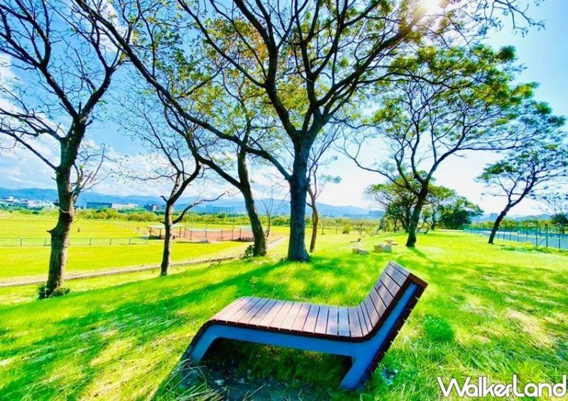▲沐心池旁也有步道讓老人、小孩都能在此漫步。(圖/Taipei