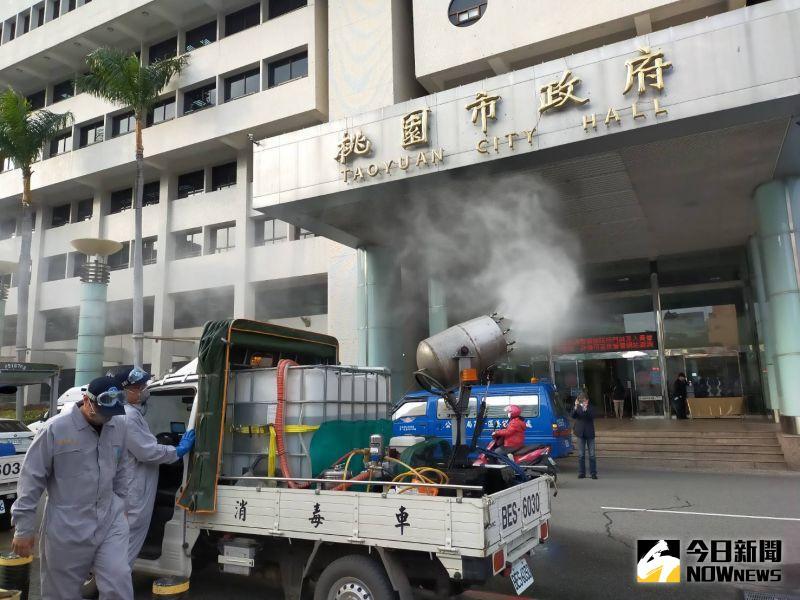 ▲現場展示台南市環保局的消毒車噴霧消毒作業情形。(圖/記者李春台攝,