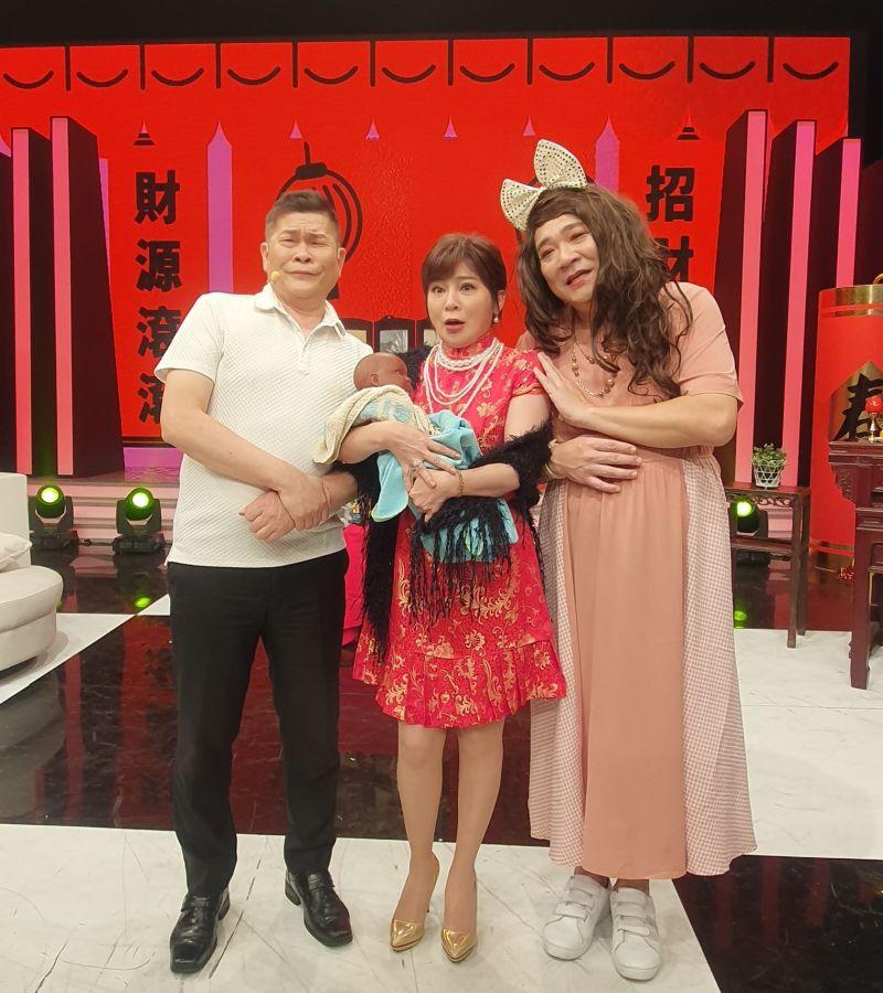 ▲澎恰恰(左起)王彩樺、白雲演起笑料短劇。(圖/AMM亞洲心動娛樂)