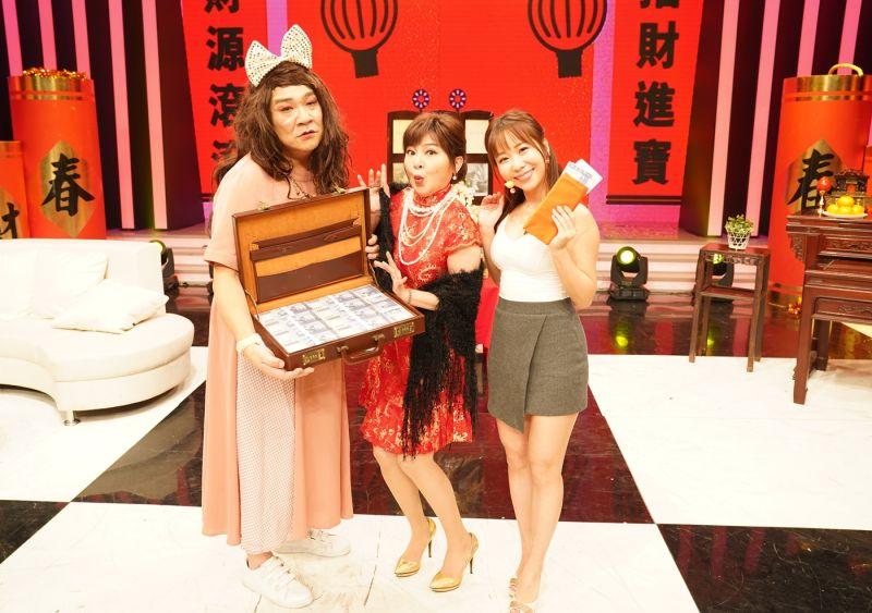 ▲白雲(左起)、王彩樺、早川小百合賀新春。(圖/AMM亞洲心動娛樂)
