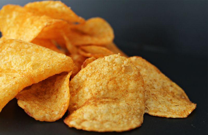 ▲美食家點出這個配料就是「洋芋片」。(示意圖/翻攝自pixabay)