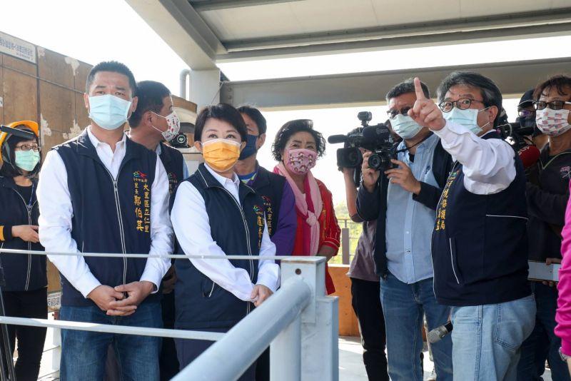 ▲市長盧秀燕並視察大里掩埋場垃圾打包暫置管理情形(圖/柳榮俊攝2021.2.1)