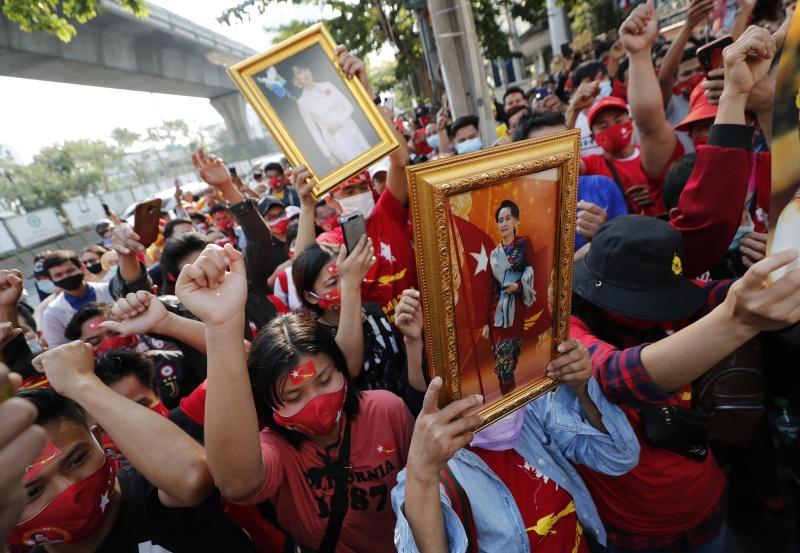 影/緬甸政變多名部長遭撤!國內外爆示威潮 釀警民衝突
