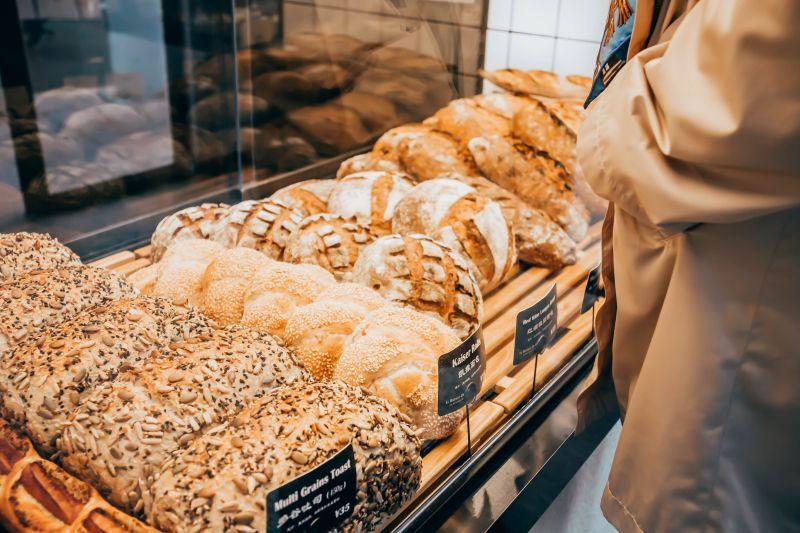 ▲搜狐號《小乾倩倩的遊戲的美食》提及,在麵包店購買麵包時,一定要注意這些小細節,學會了就能買到健康又美味的麵包。(示意圖/取自unsplash)