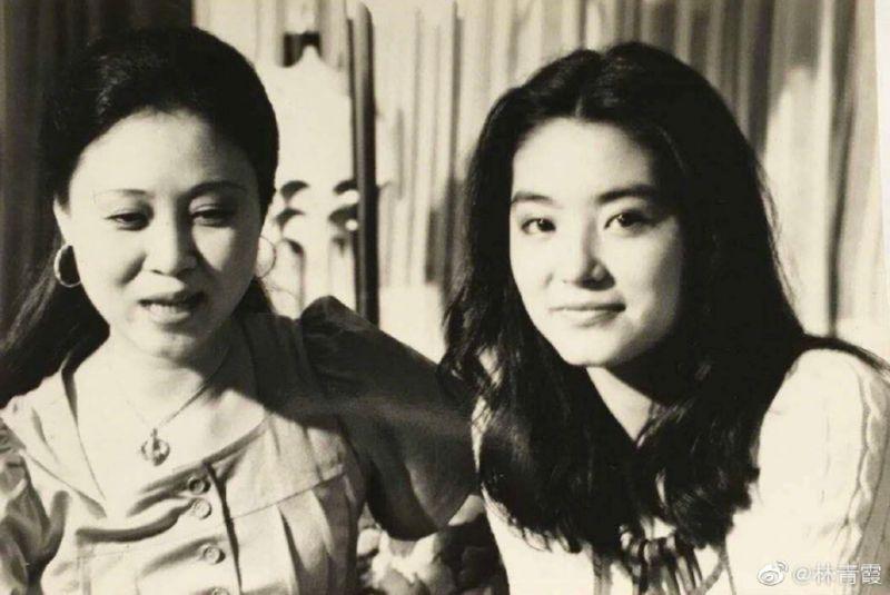 ▲瓊瑤(左)曾撮合林青霞跟秦漢復合。(圖/林青霞微博)