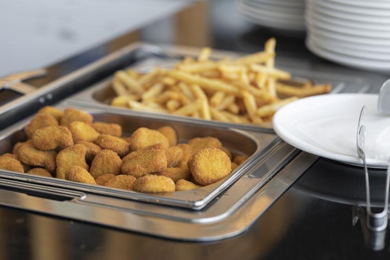 ▲有網友好奇「速食店雞塊霸主是誰」,貼文一出,網友們一面倒,推爆「麥當勞」和「摩斯漢堡」,直呼「味道超獨特」。(示意圖/取自 pixabay )