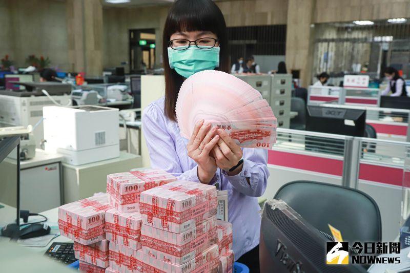 ▲農曆新年將至,7家公股銀行及郵局3日到9日可換新鈔。圖為台灣銀行。(圖/記者葉政勳拍攝,2021.2.3)