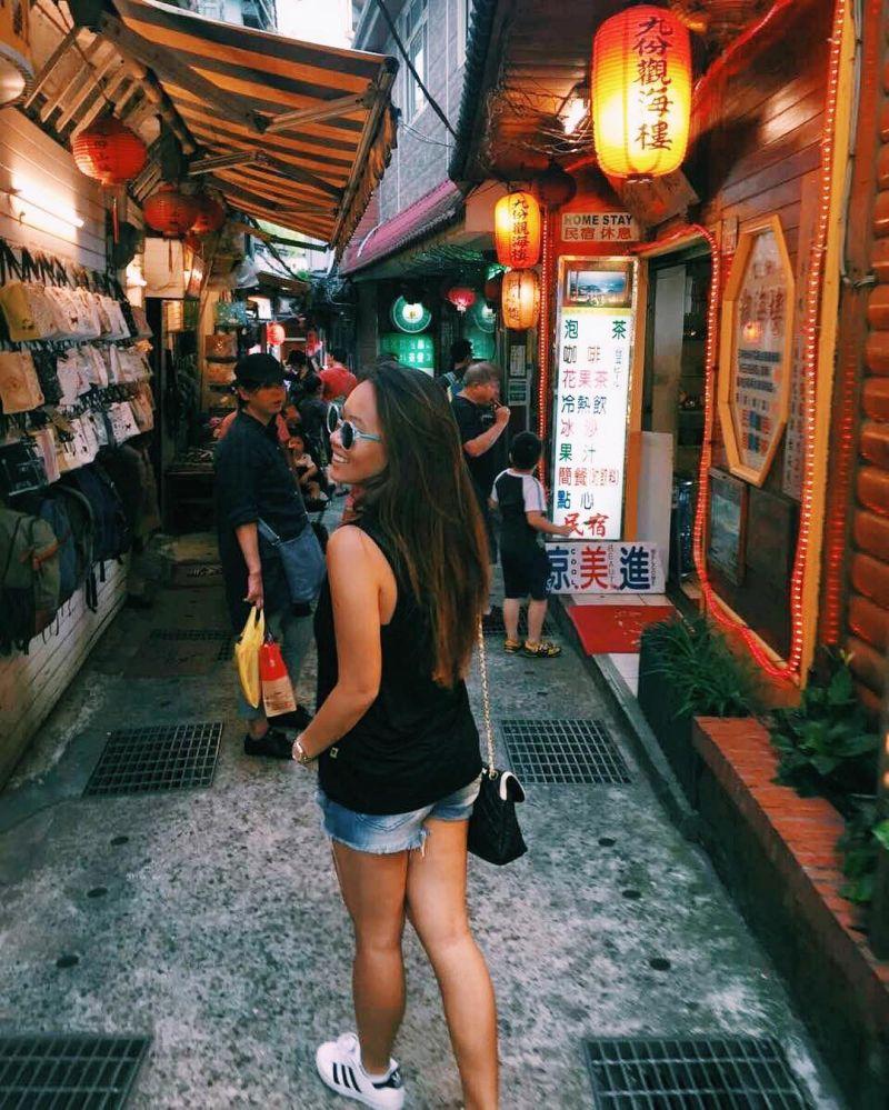 ▲她也曾經來過台灣旅遊,在九份留下快樂的照片。(圖/翻攝自Instagram)