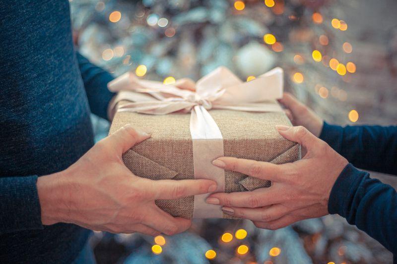 ▲轉送「中秋禮盒」很不OK?答案一面倒吐心聲。(示意圖/取自 pixabay )