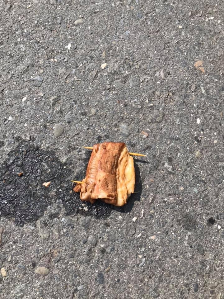 ▲網友分享自己在路邊看到一塊真的爌肉。(圖/爆廢工社二館)