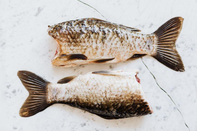 ▲女方家收了百萬聘金,卻只拿出2隻鯉魚作為嫁妝。(圖/翻攝pexels)