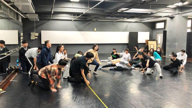 ▲體驗營課程內容以戲劇、舞蹈、音樂、及幕後四大主軸為核心。(圖/樹德科大提供)