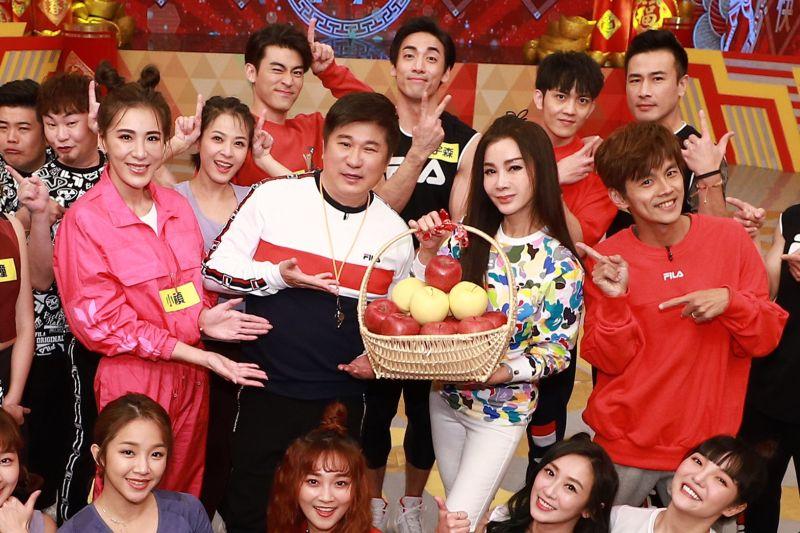 ▲小禎(左起)、胡瓜、陳美鳳、阿翔舉辦明星運動會。(圖/民視)