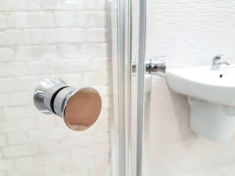 ▲一名女網友發文,表示若和家人朋友一起出遊時,住飯店若碰上「透明浴室」會超尷尬。(示意圖/取自pixabay)