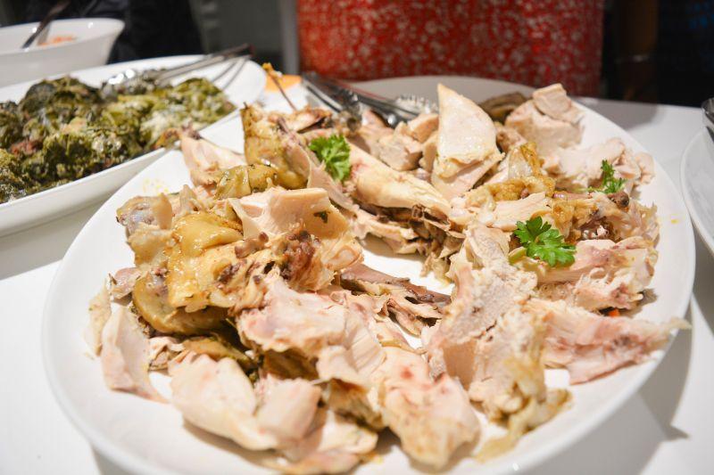 白斬雞如何煮才入味?老饕揭「下鍋前1招」:會飄雞湯香