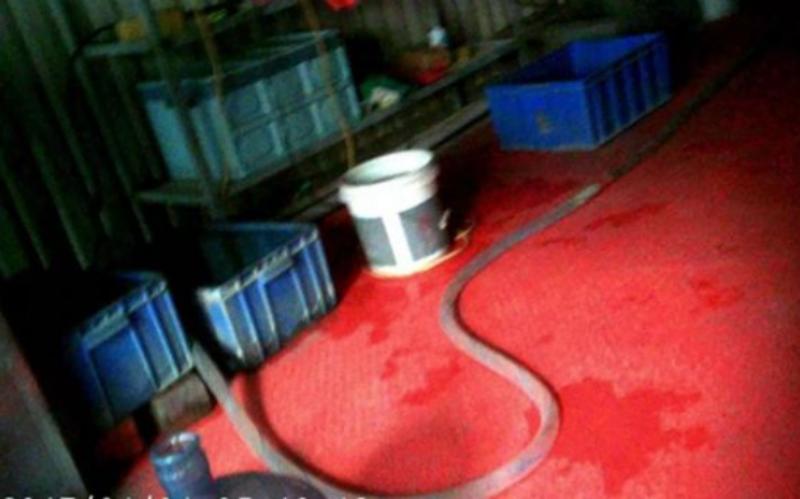 ▲黑心桶裝水生產工廠,衛生環境普遍不佳。(圖/翻攝自北京青年報)